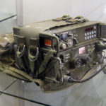VHF-Funkgerät SE-227 der Schweizer Armee - radio of the Swiss Army. Source: https://commons.wikimedia.org/wiki/File:SE-227_mit_SVZ-B_IMG_1400.JPG